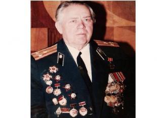 В мирное время мой прадедушка служил в различных воинских частях включая военные