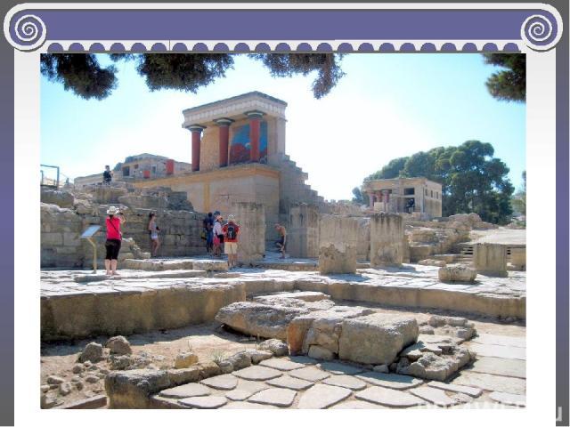 Кносский дворец является замечательным памятником эгейской архитектуры. Лестницы, небольшие дворики, колонные залы, помещения для омовений с раскрашенными глиняными ваннами, монументальные входы, коридоры, расположенные под прямым углом придают особ…