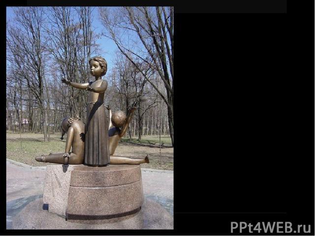 Памятник расстрелянным детям. Открыт 30 сентября 2001 напротив выхода из станции метро «Дорогожичи».