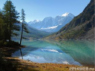 Озёра бывают не только на равнинах, но и в горах. Бешено мчится горный поток. Из