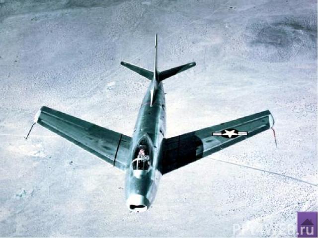 Фронтовой истребитель, один из первых серийных реактивных самолётов МиГ – 15 ОКБ им.Микояна (СССР),1949г. Практическая дальность на высоте 12000м-1330км Длина разбега – 475м Длина пробега – 670м Вооружение: Три пушки в новой части флюзеляжа: одна Н-…