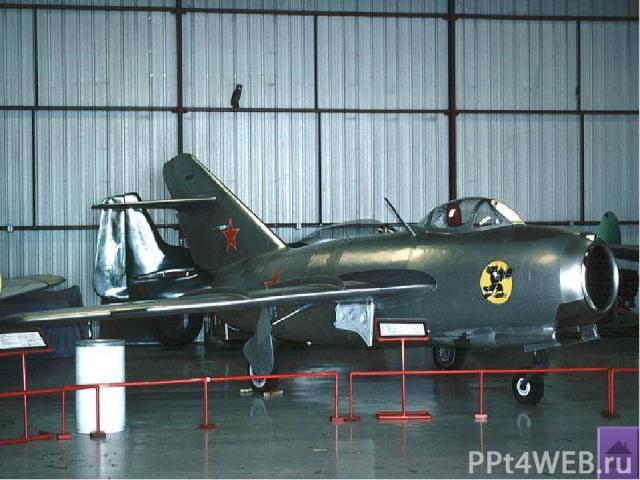 ОБК им.Мигояна МиГ-21 Выдающийся сверхзвуковой истребитель Год принятия на вооружение – 1958 Практическая дальность – 1520кг Известен тем, что: -истребитель с треугольным крылом МиГ-21 открыл следующий этап в развитии истребительной авиации. Первое …