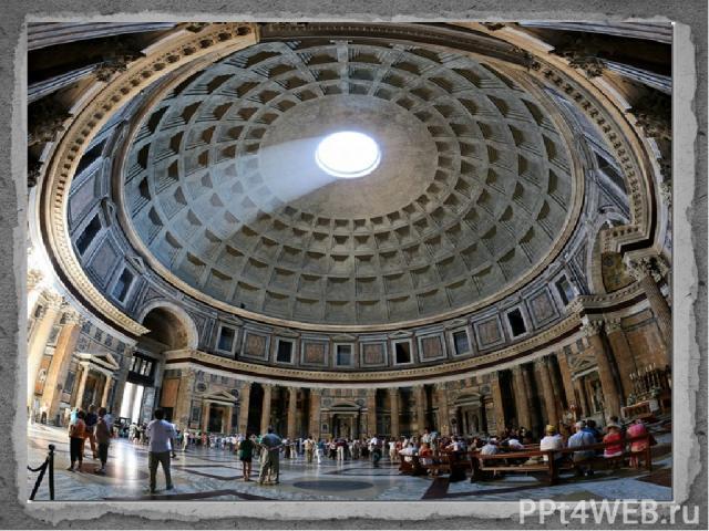 В Пантеоне погребены некоторые известные люди Италии, в частности, в одной из боковых капелл Пантеона похоронен Рафаэль; впоследствии здесь же похоронили первого короля объединенной Италии Виктора Эммануила II, и короля Умберто I.